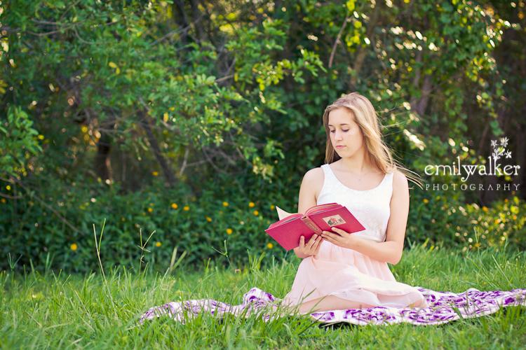 Girl-book-reading-emilywalkerphotography-2