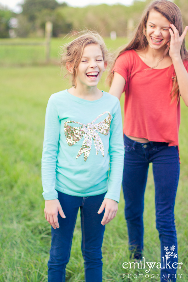 girls-cousins-outdoors-photography-fun-family-2
